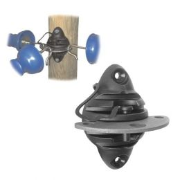 Insulator with blade for 3 directions